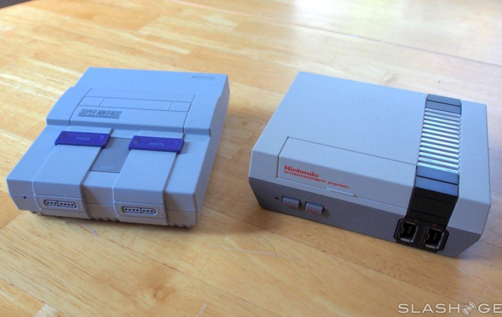 Yes, SNES Classic controllers work with the NES Classic (and vice versa)