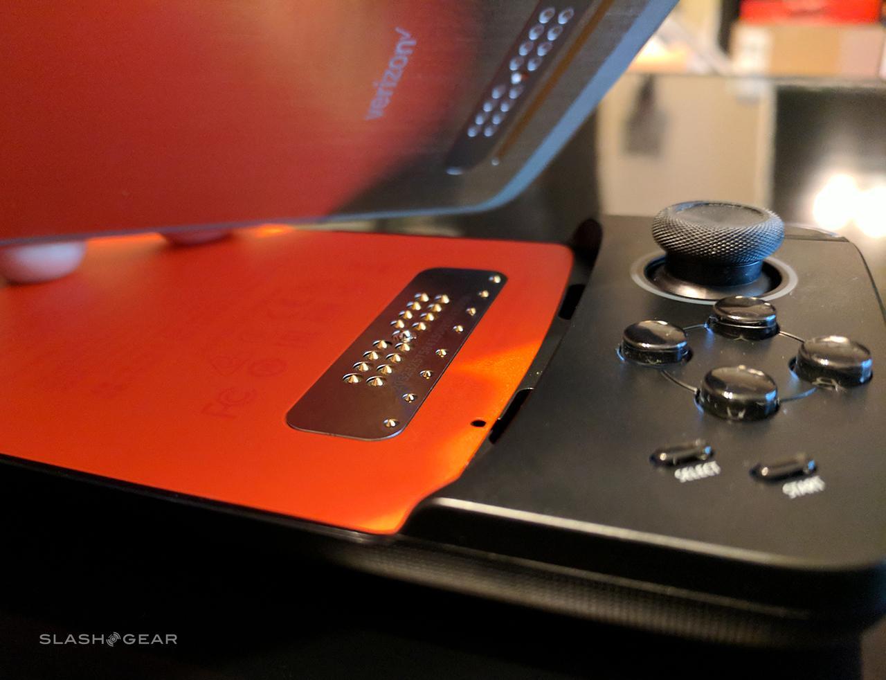 Motorola Gamepad Moto Mod Review: Great for tiny hands - SlashGear
