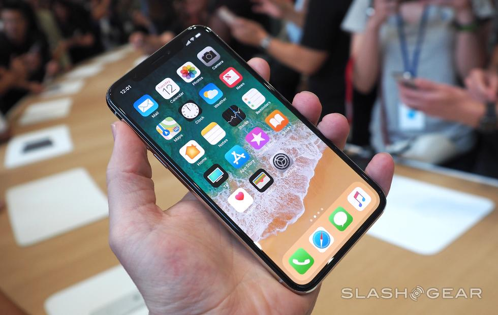 KGI: iPhone X, Apple Watch 3 LTE pre-orders are looking good