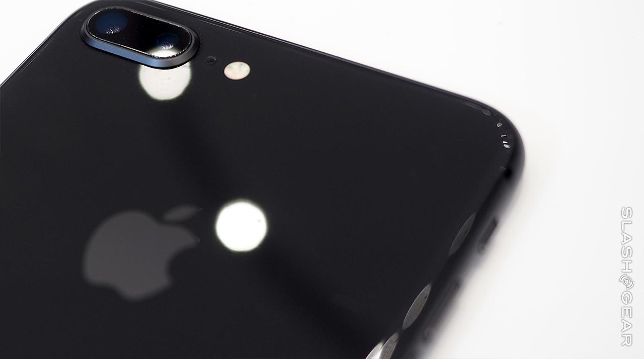 iPhone 8 hands-on: not quite X, better than 7s - SlashGear