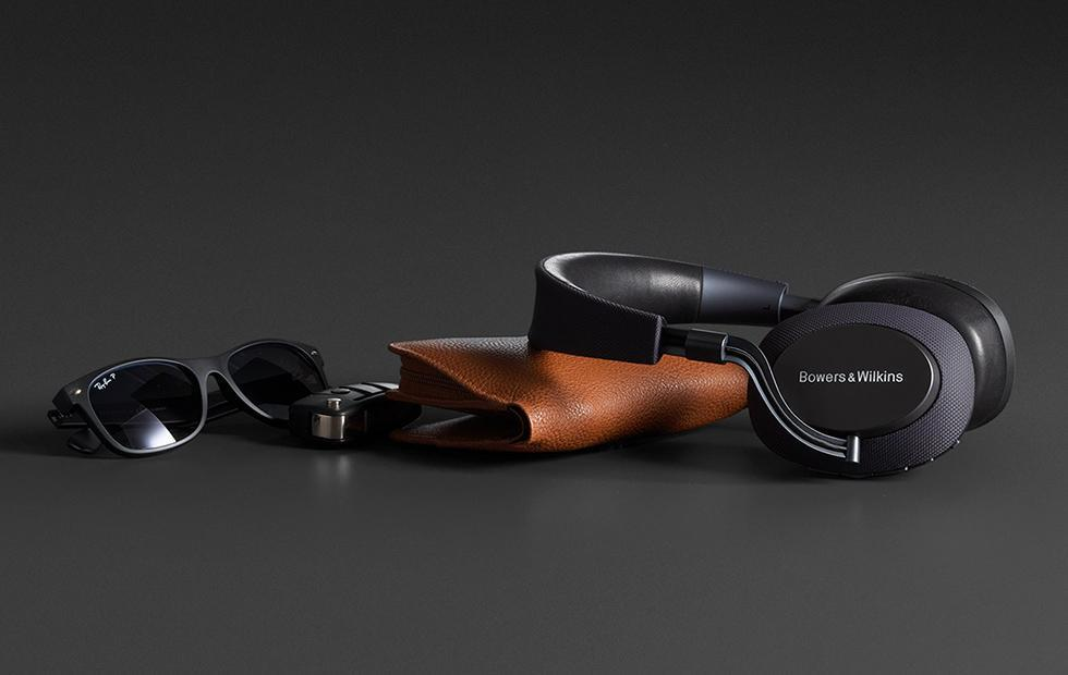 Bowers & Wilkins PX headphones are controlled by natural movements