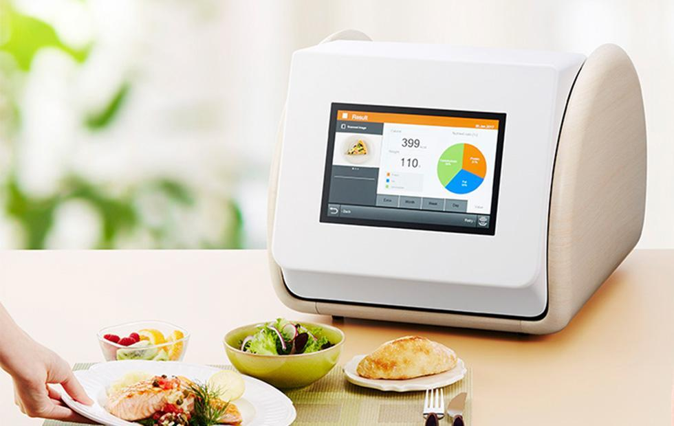 Panasonic's CaloRieco machine figures out the calories in a meal