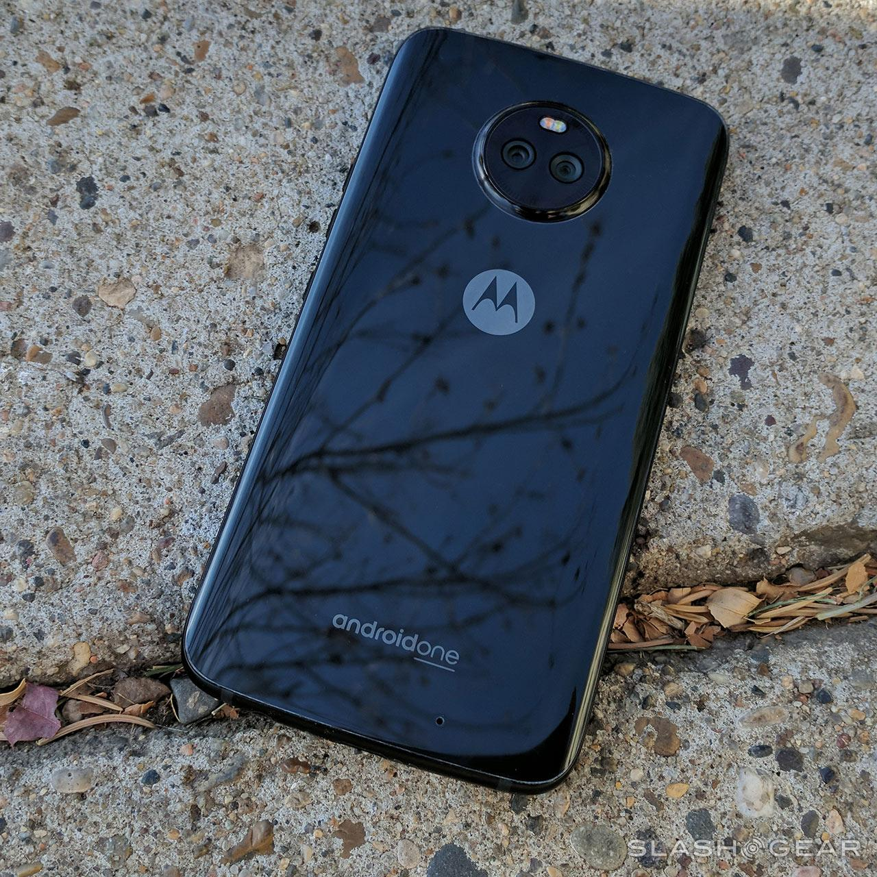 Moto X4 Review : Android One champions the midrange for