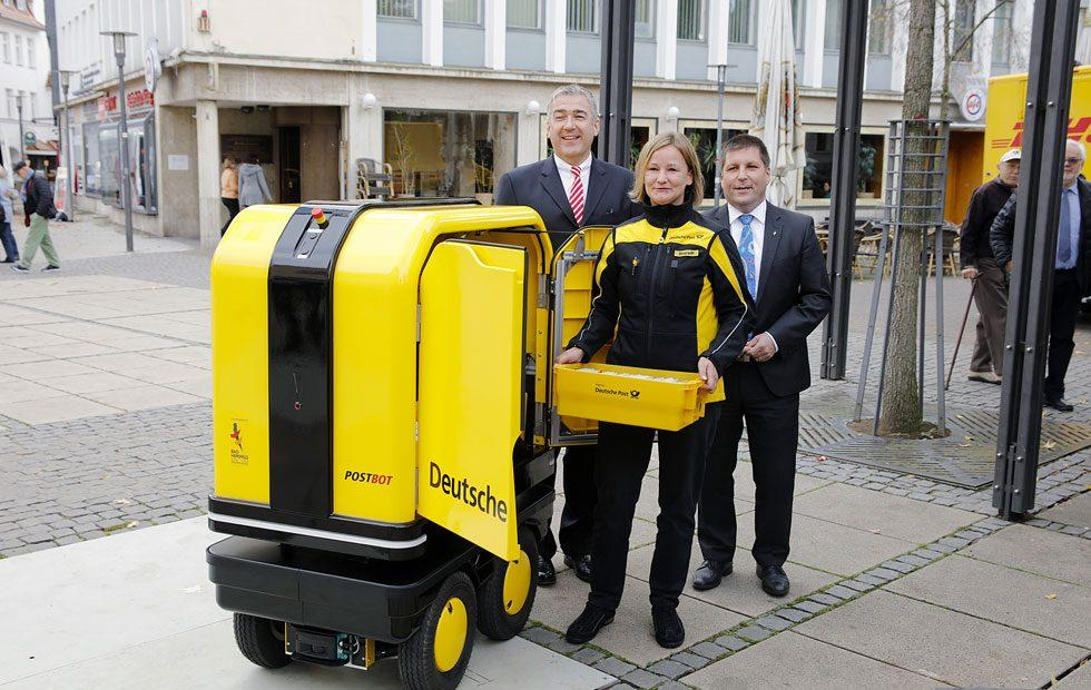 PostBOT delivery robot helps German mail carriers with deliveries