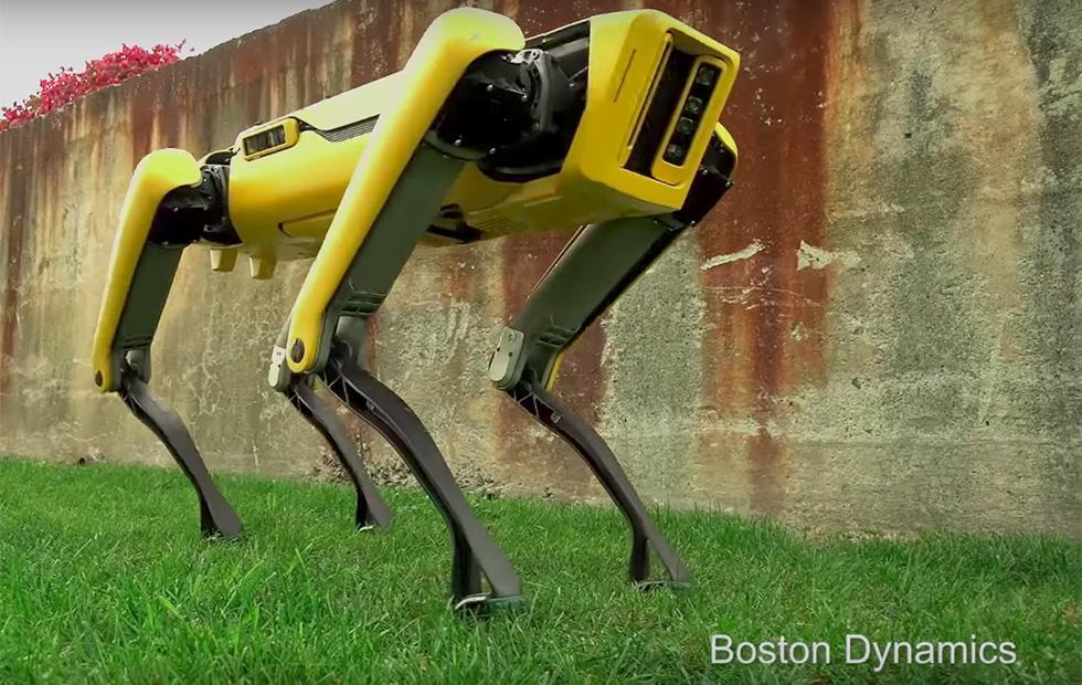 Boston Dynamics SpotMini robot has a lifelike gait and new look