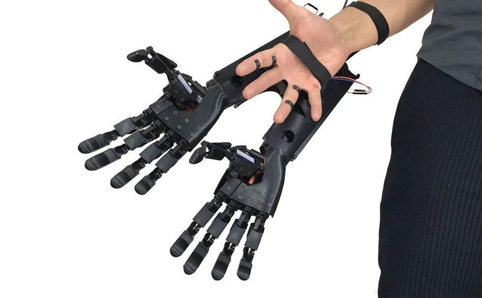 Youbionic develops weird double robotic hand