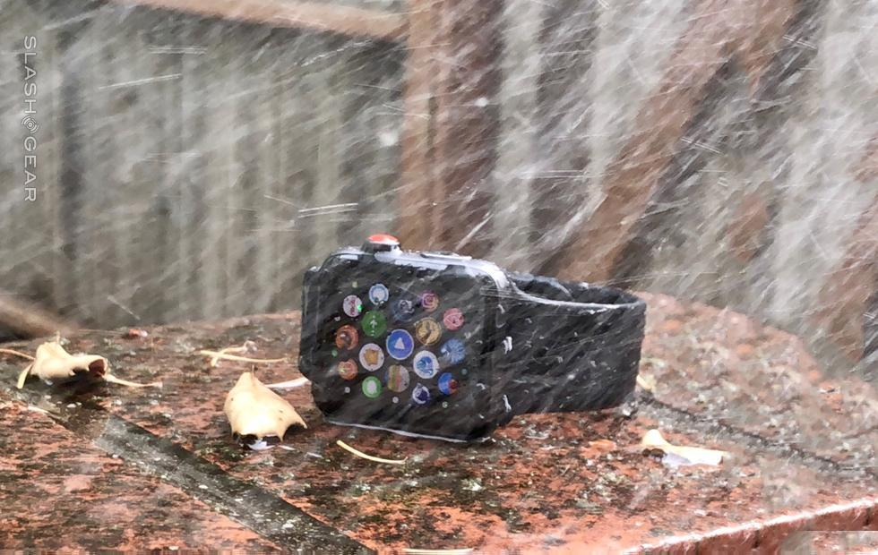 Apple Watch provides swimmers with radionavigation information