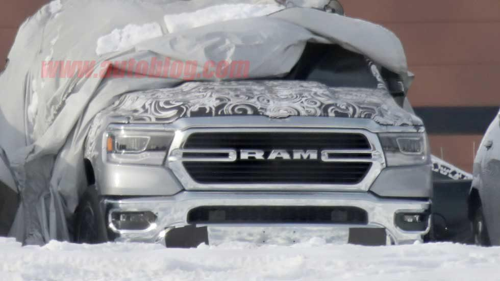 2019 Ram 1500 flashes its grille