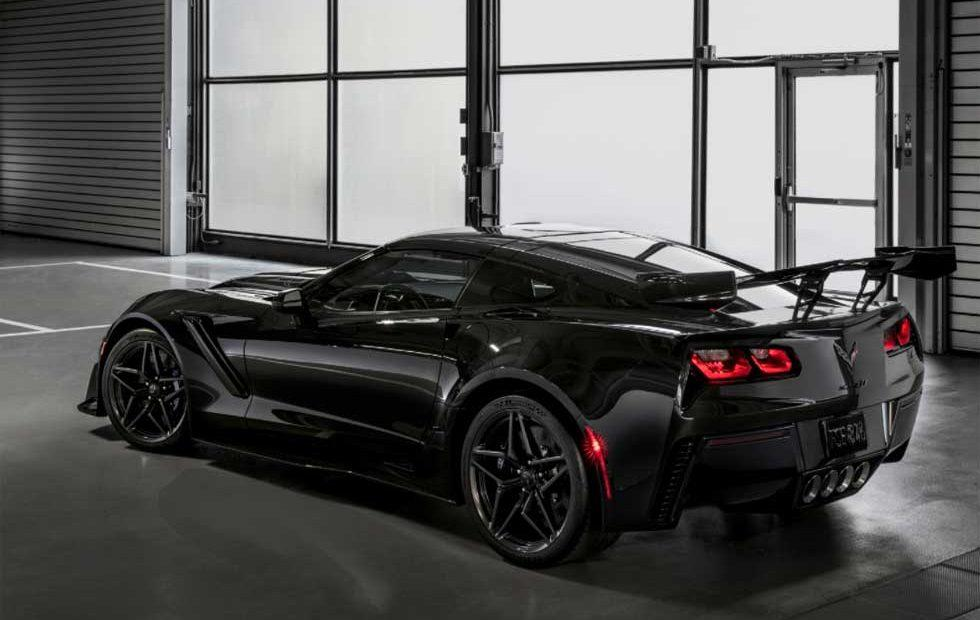 Corvette duo raises $2.325 million for charity at Barrett-Jackson auction