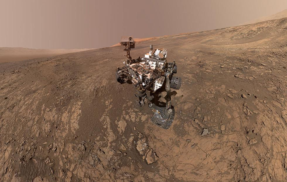 Curiosity rover snaps selfie with Mars' Mount Sharp before climb
