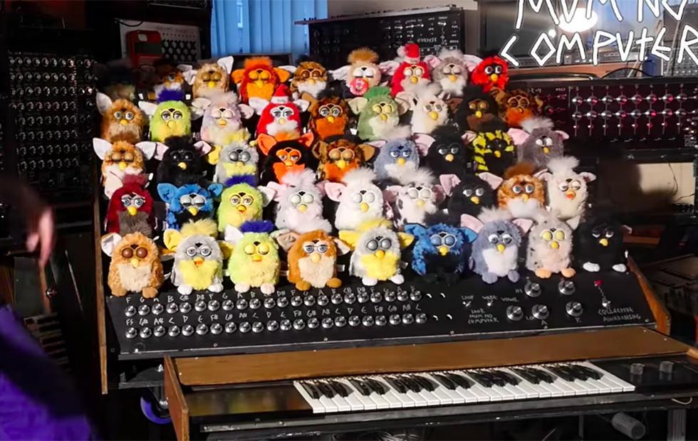Mad DIYer turns Furby choir into singing electric organ