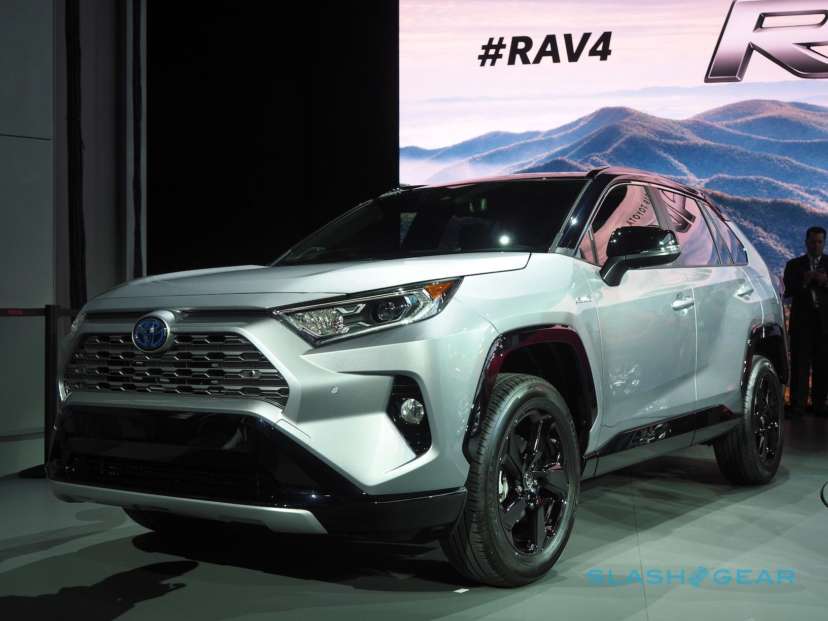 The 2019 Rav4 Limited Meanwhile Gets 19 Inch Alloy Wheels And Chrome Accents On Exterior To Give It A More Upscale Look Digital Rearview