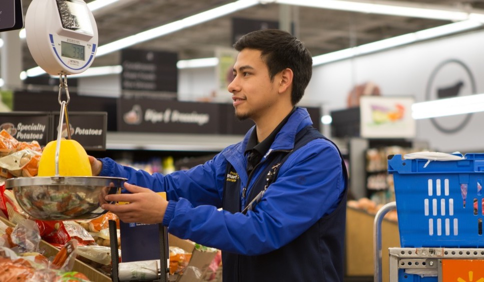 Walmart plans online order expansion to fight off Amazon Fresh