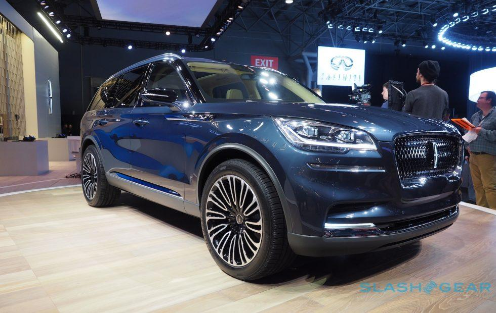 Lincoln Aviator first look: This plug-in hybrid luxury SUV nails it
