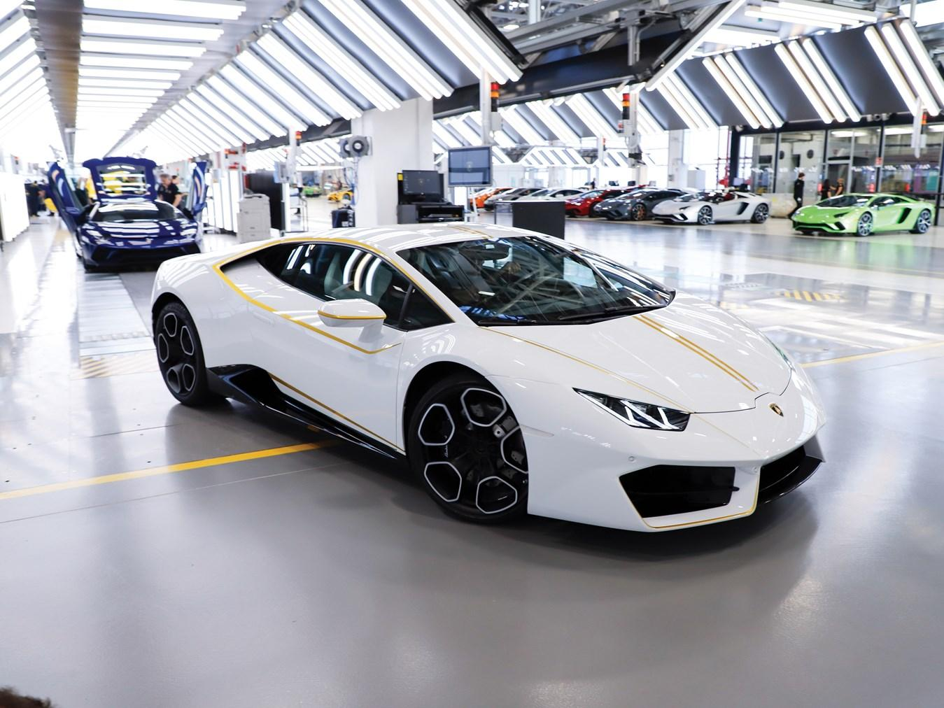 See The Pope S Lamborghini Huracan At Sotheby S Slashgear