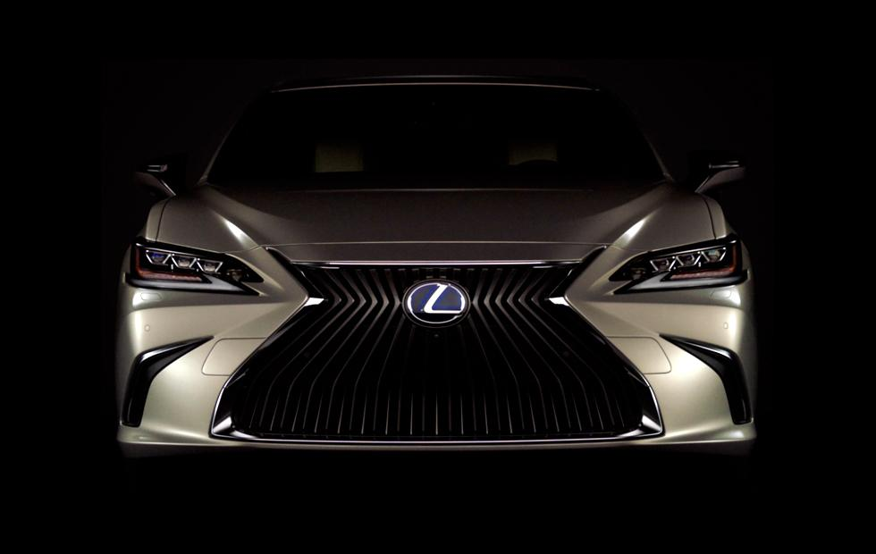 2019 Lexus ES reveals one seriously big risk