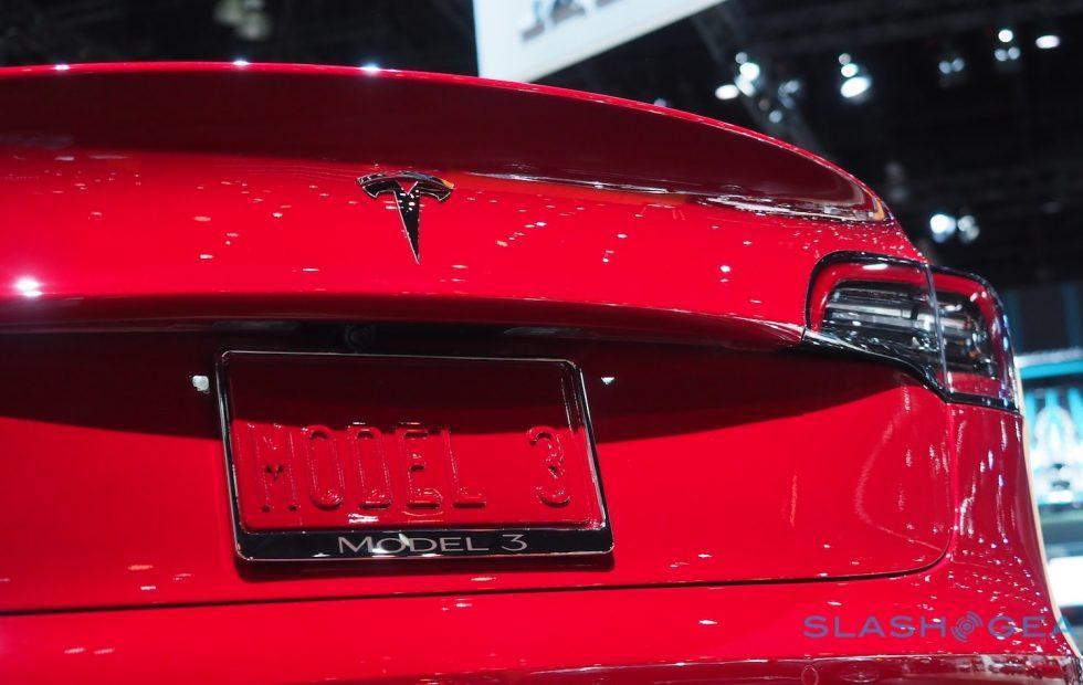 Video shows Tesla Model S Autopilot veering towards barrier where fatal crash occurred