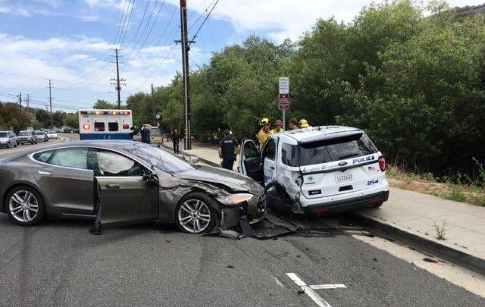 Tesla on autopilot crashes into parked Laguna Beach police car