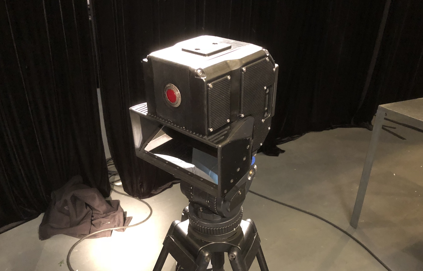This RED 8K 4V camera uses Hydrogen One as its 3D viewfinder