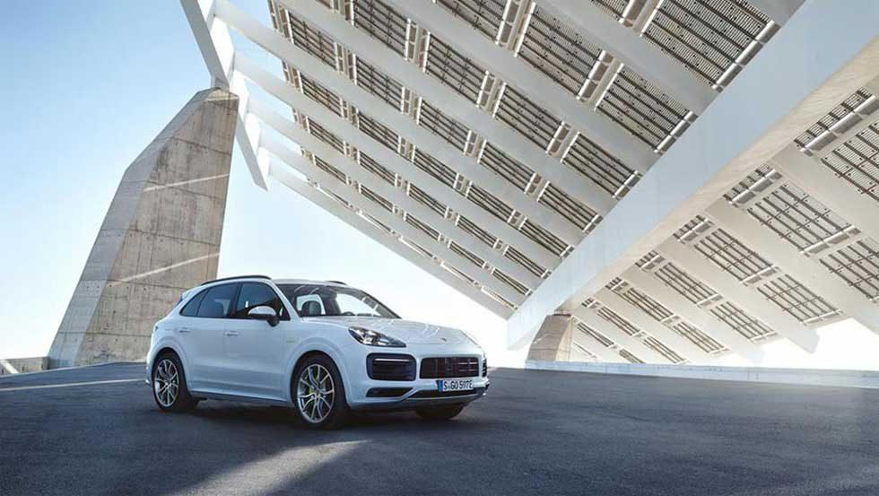 Porsche Cayenne E-Hybrid pairs 3.0L V6 with electric motor for 462hp