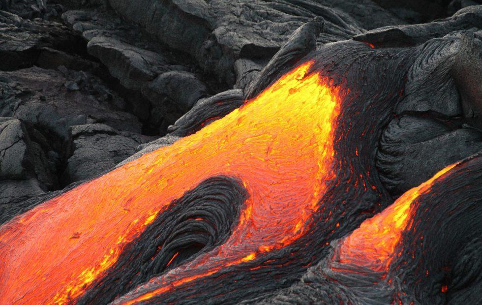 Hawaii volcano eruption creates monstrous 30,000ft Kilauea ash plume