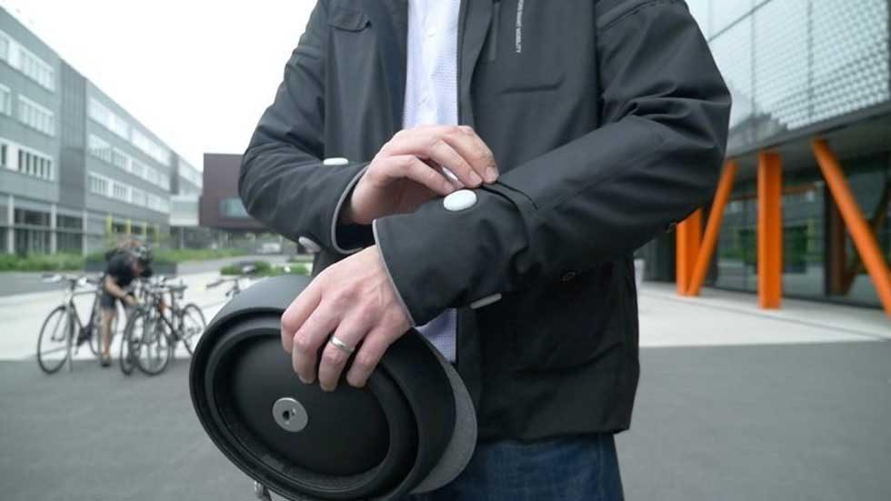 Ford shows off cycling jacket concept that shows when cyclists are turning or stopping