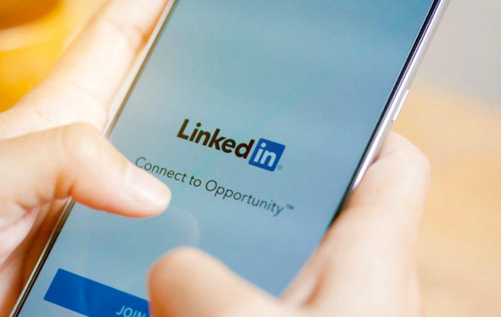 LinkedIn mobile app is getting voice messaging feature