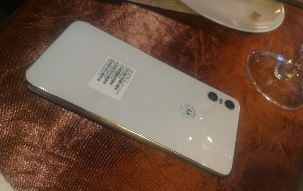 Motorola One in white leaks out