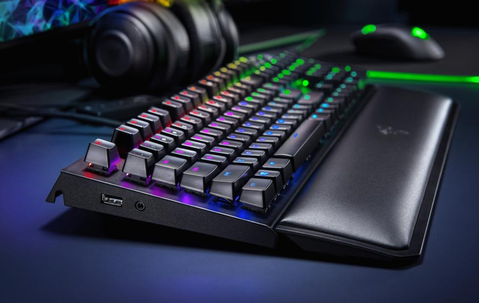Razer BlackWidow Elite mechanical gaming keyboard detailed with on-board memory