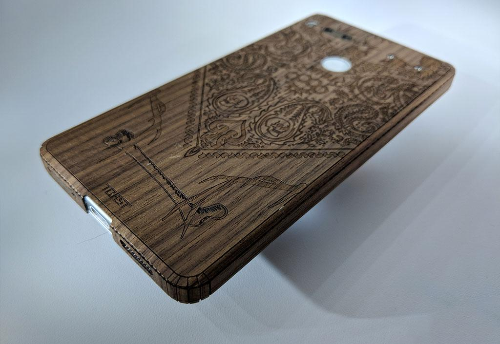 100% authentic dbd8c b13c2 Essential Phone PH-1 Toast custom-cut wood cover Review - SlashGear