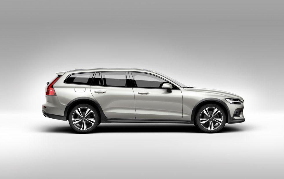 2020 Volvo V60 Cross Country Gallery