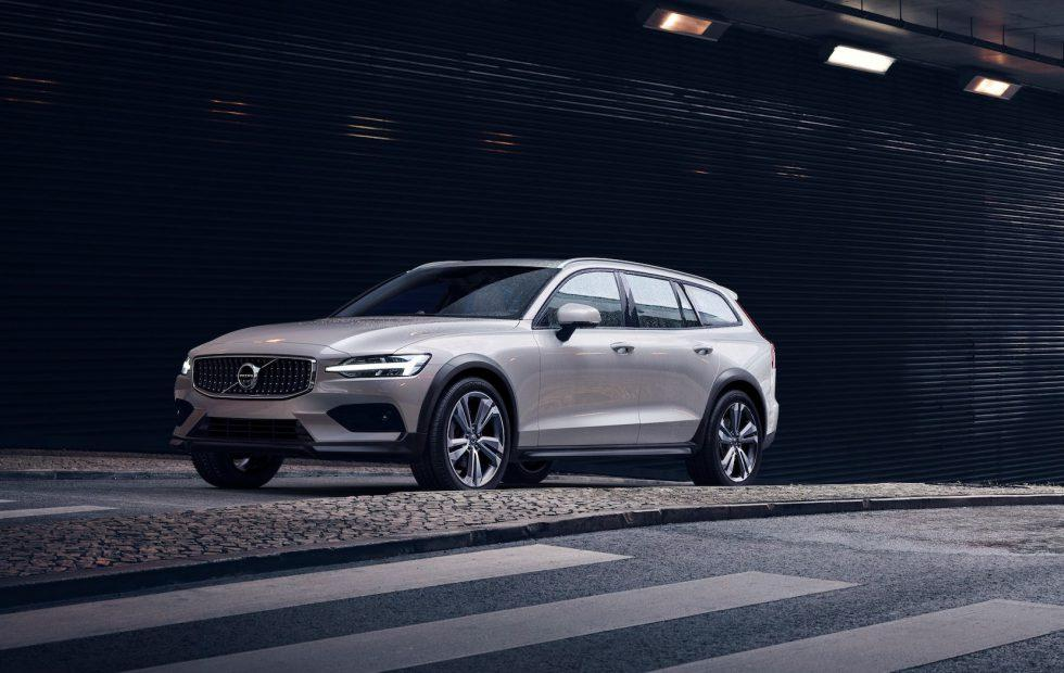 2019 Volvo V60 Cross Country takes rugged wagon off-road