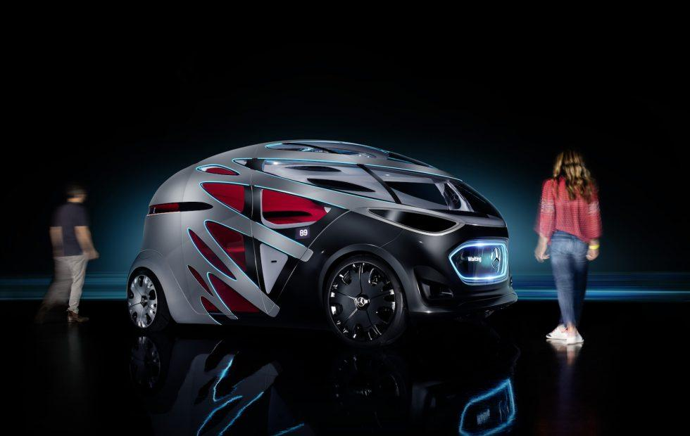 Mercedes' Vision URBANETIC is a self-driving skate for people and cargo