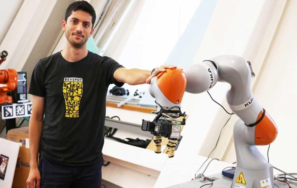 MIT researchers develop robot arm able to pick up any object after inspection