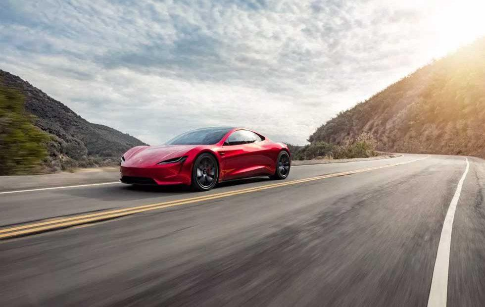 Tesla Roadster looks hot in new images