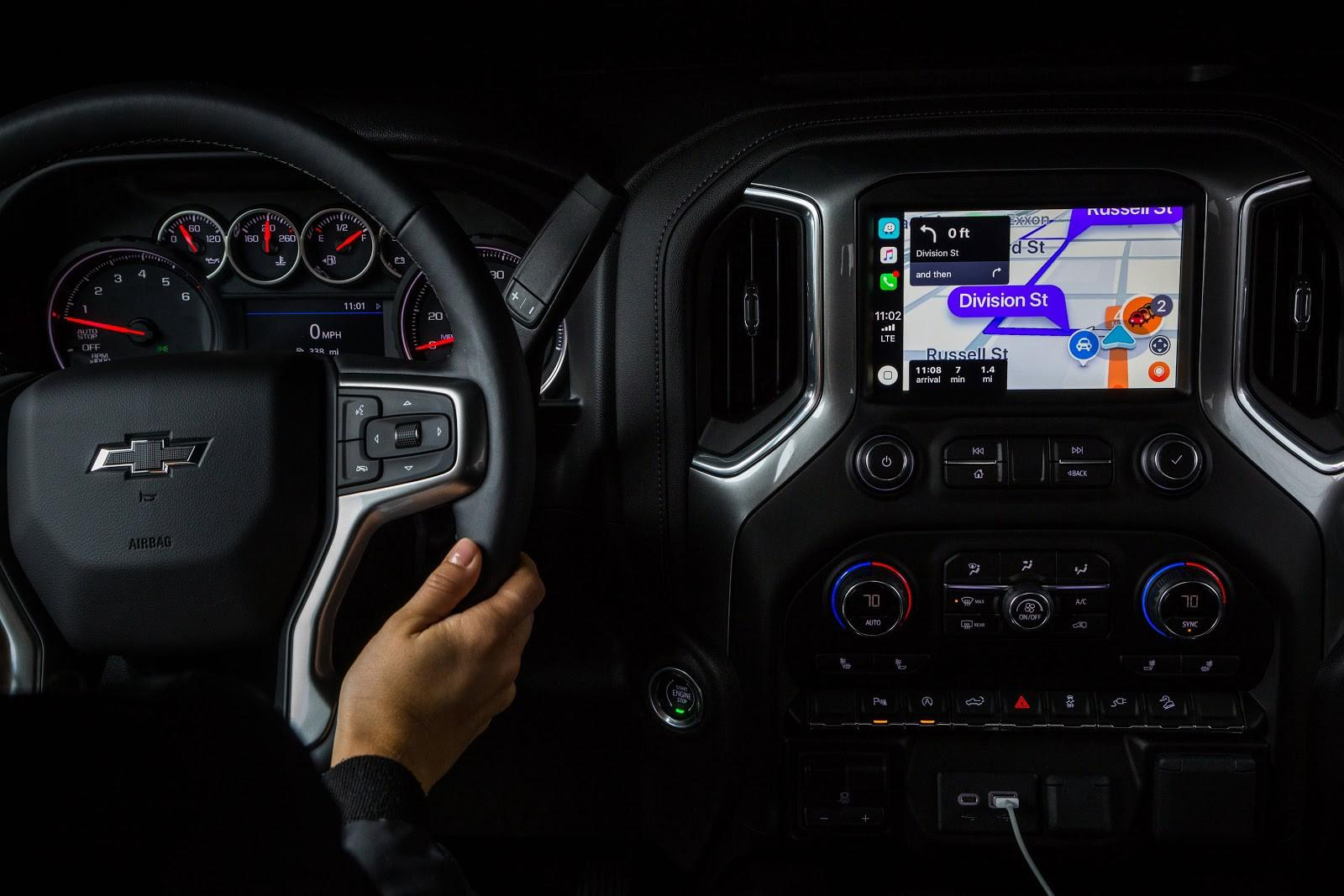 Waze for Apple CarPlay released with easy reporting - SlashGear