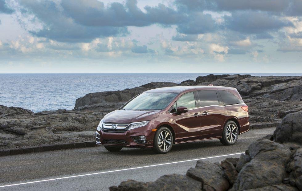 Honda Odyssey Vs Toyota Sienna >> 2019 Toyota Sienna Vs 2019 Honda Odyssey Minivan Comparison