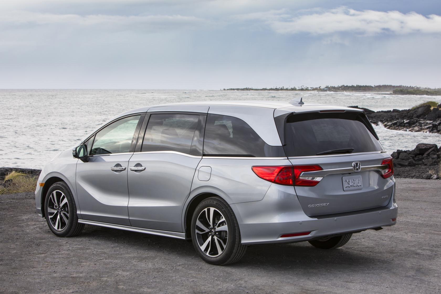 2019 Toyota Sienna Vs 2019 Honda Odyssey Minivan Comparison Slashgear