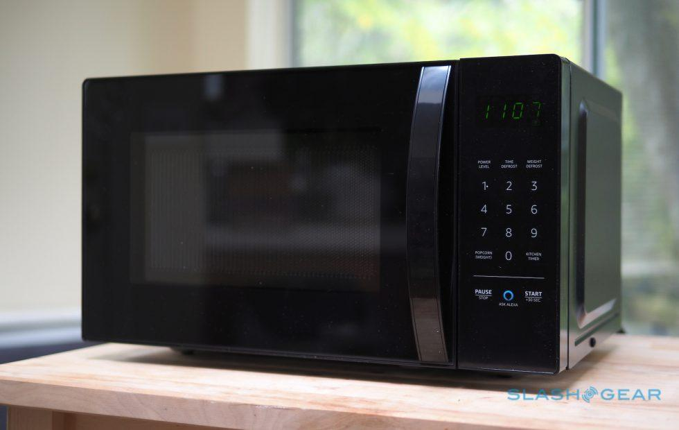 AmazonBasics Microwave Review: Alexa gets cooking