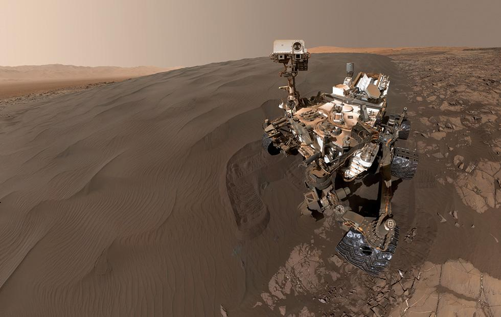 Curiosity turns over new mile as rover returns to old location