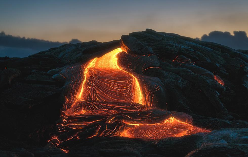 Supervolcano Campi Flegrei activity hints at future major eruption