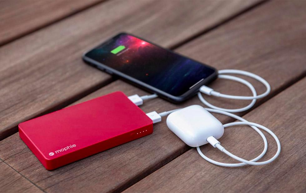 Mophie's new portable battery can be charged with a Lightning cable