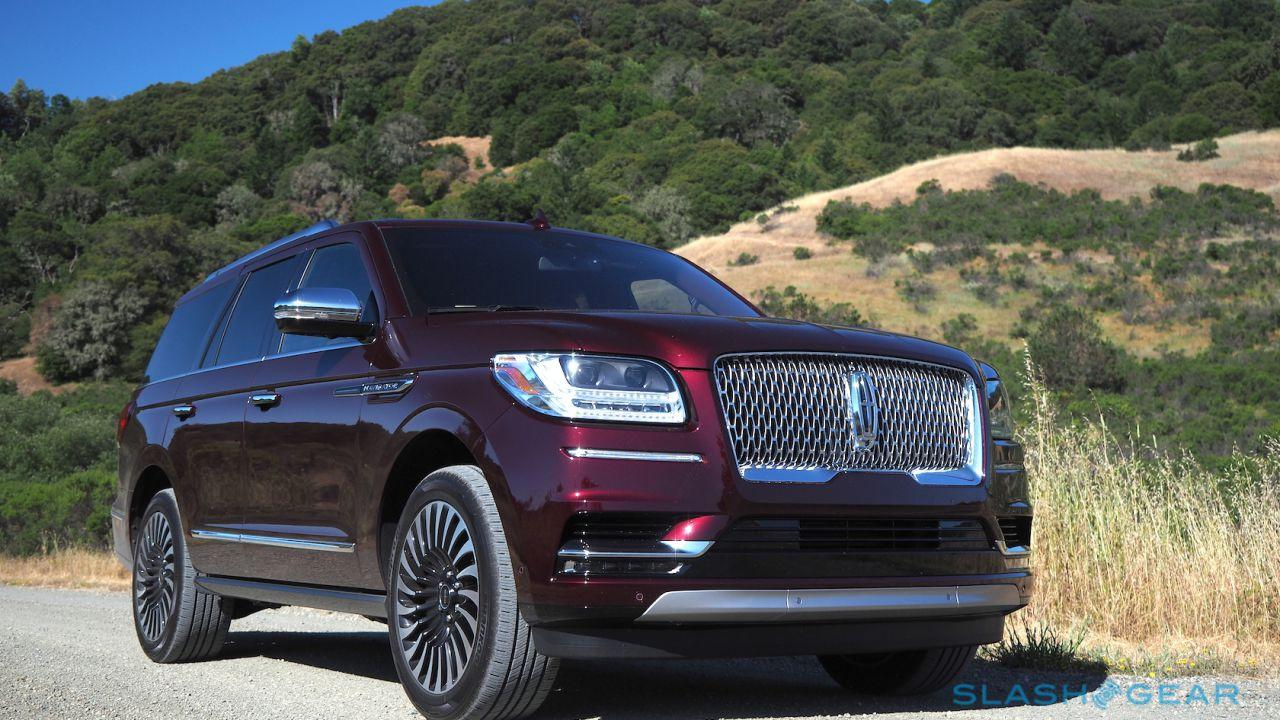 Lincoln Suv 2018 >> 2018 Lincoln Navigator Review Brash 3 Row Suv Royalty Slashgear
