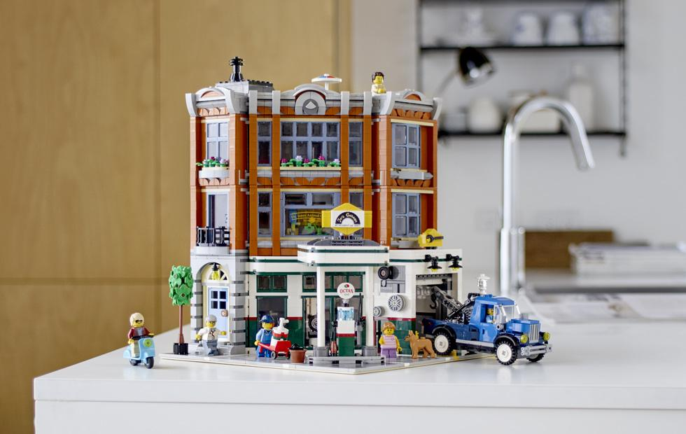 LEGO Corner Garage details for Modular Building expansion