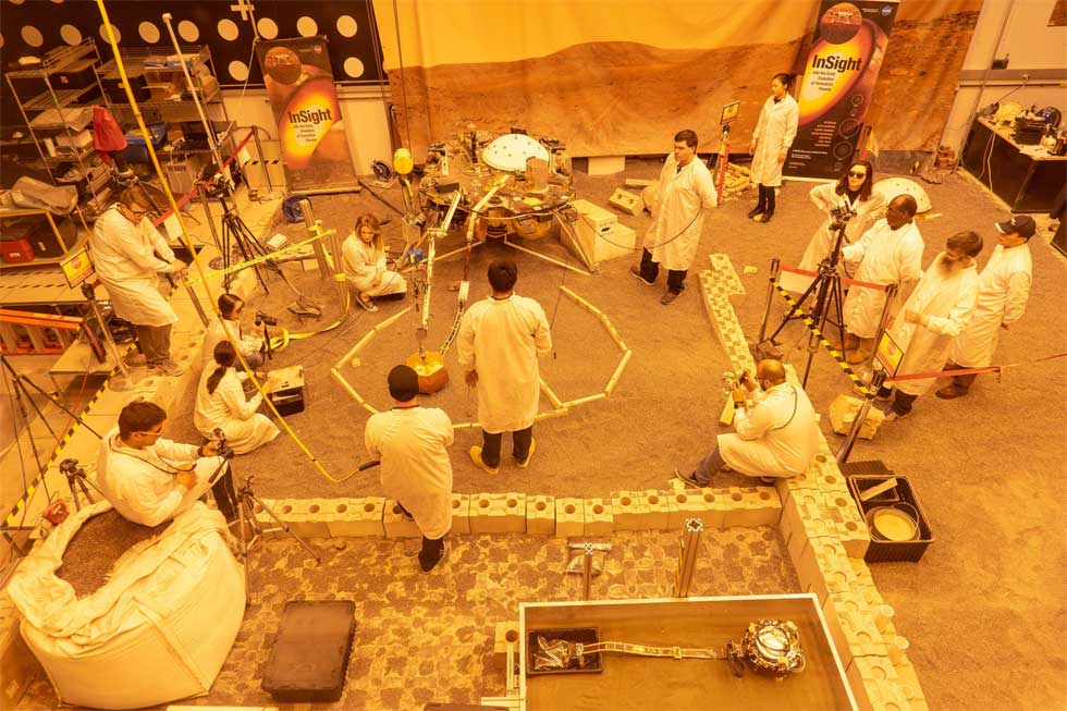 JPL engineers recreate InSight's Martian environment in California lab
