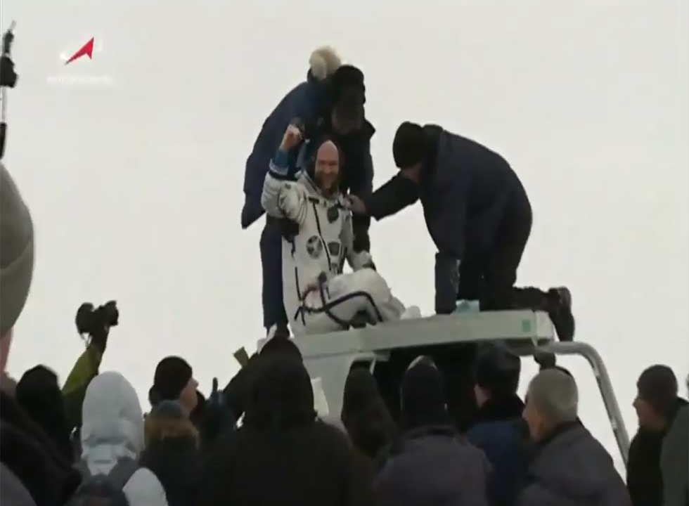 Soyuz capsule safely returns three ISS astronauts to Earth