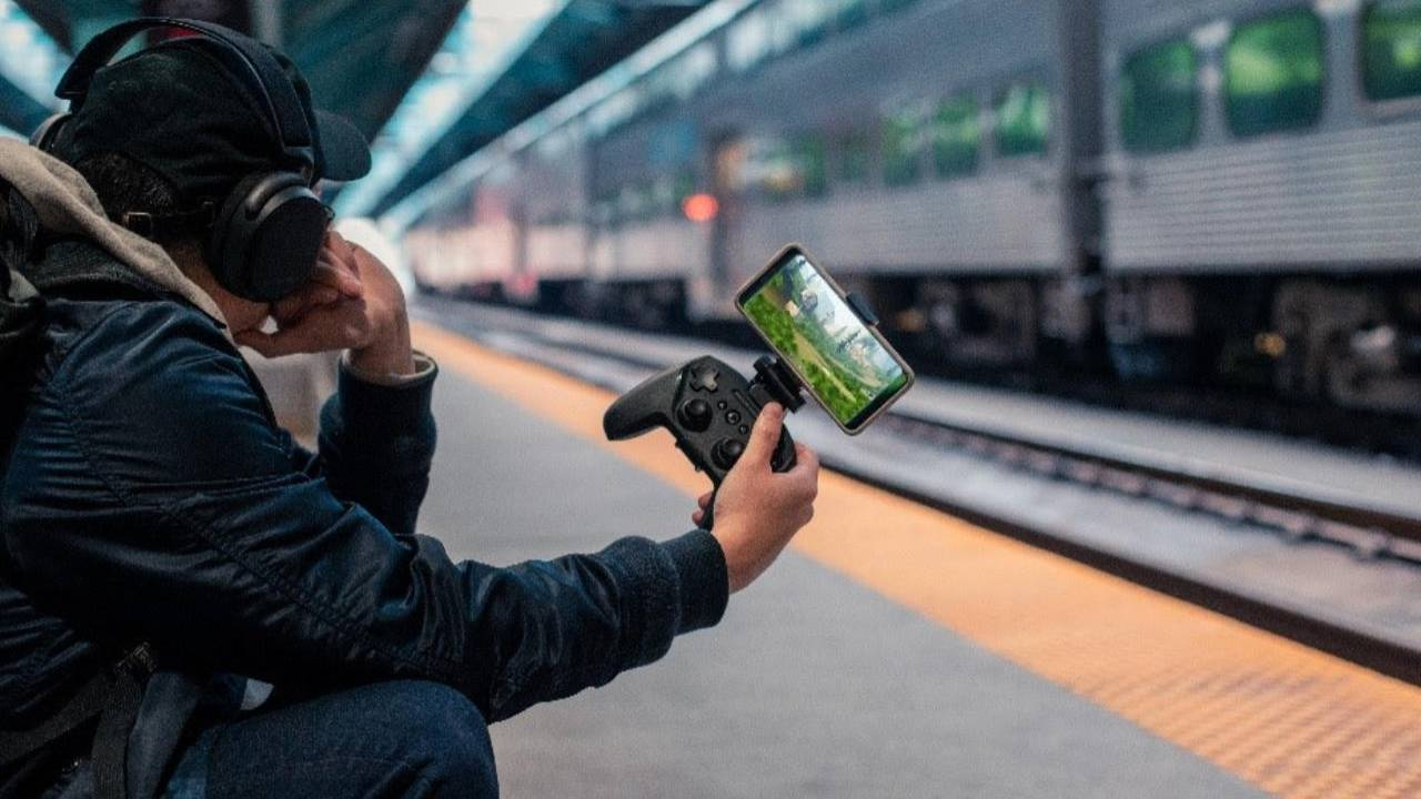 SteelSeries Stratus Duo full-size controller supports mobile, VR, and PC
