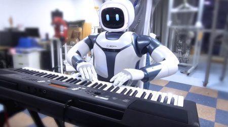 UBTech Walker and Cruzr robots strut into CES 2019