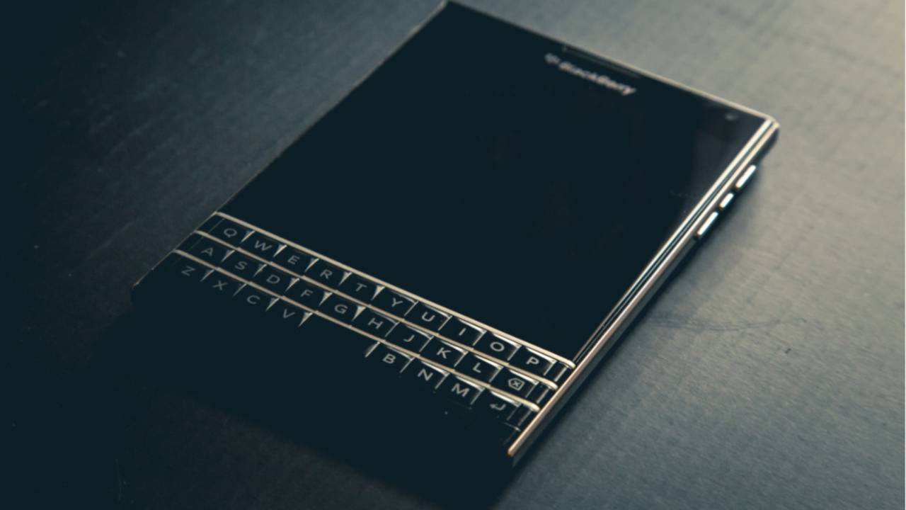 BlackBerry sues Twitter for alleged messaging patent infringement