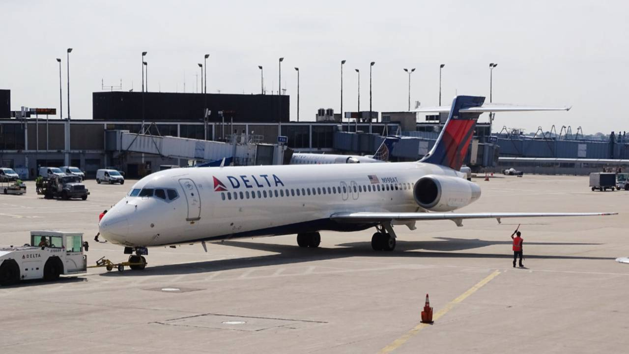 Delta, United Airlines confirm some seat-back displays have cameras
